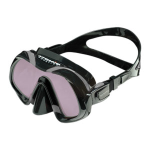 Atomic Aquatics Venom ARC mask is a frameless mask with a magenta coloured lens that helps keep ultraviolet rays from causing too much light interference and distortion and features very soft silicone and a beautiful squeeze lock buckle to adjust the strap