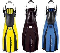 mares avanti x3 fins yellow, black and blue pictured with abs buckles and rubber strap