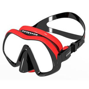 atomic aquatics venom mask is a stylish mask in red and black colouring with a soft bubble gum textured silicone skirt that wraps around the mask lens and features an easy to use squeeze lock strap adjustment