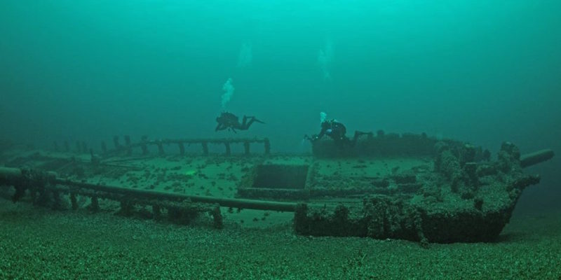 Lake Ontario Tiller Wreck Photo off the masts with great visibility